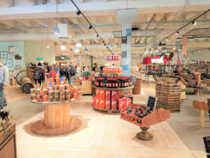 Regionale Produkte, Hausgemachtes, individuelle Geschenkideen und Dekorationen im Entdeckermarkt.