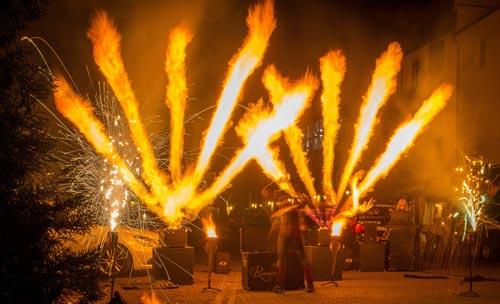 Feuershow zu Halloween in Gruselhausen