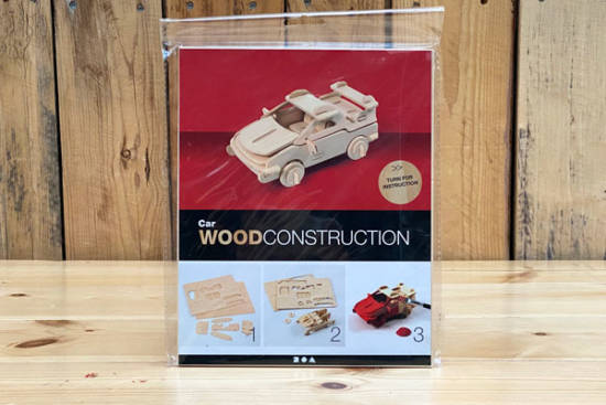 3D-Selbstbau-Holz-Puzzle in Form eines Autos.