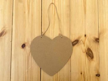 Süßer Aufhänger als Holz in Herzform zum selber Gestalten. Perfekt geeignet als Türschild!