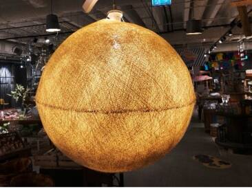 Moderne Lampe zum Aufhängen.