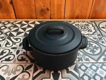 Der Emaille Kochtopf perfekt, um die Familie zu bekochen.